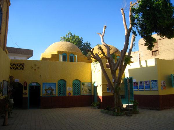 La belle école de Garagos au style d'Hassan Fathy