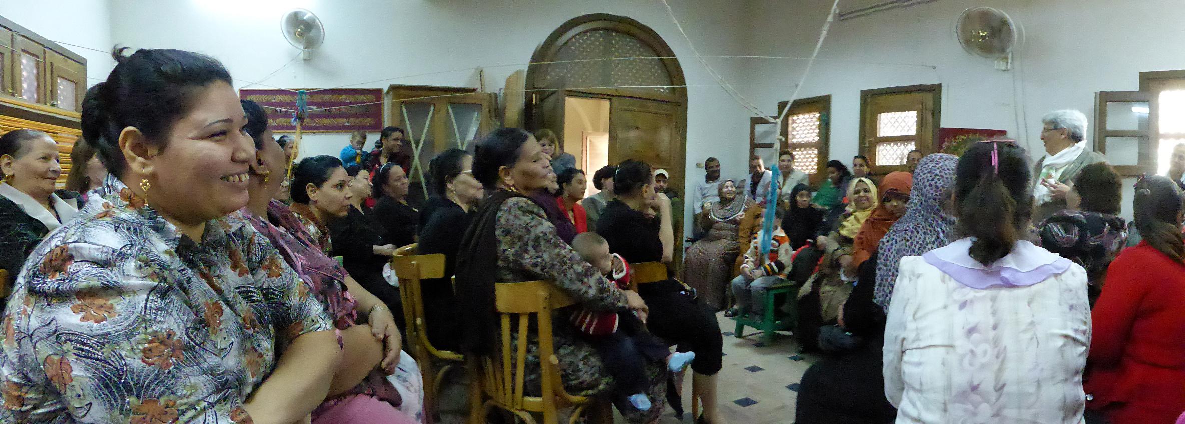 Accueil des Amis de la Haute Egypte au centre de tissage d'Akhmim